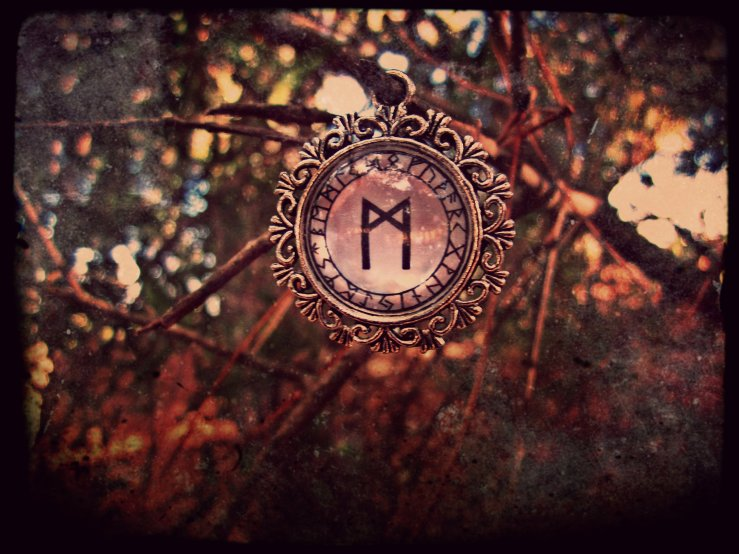 Black Insignia - 8 -  THE OCCULT & THE MYSTIC & THE SYMBOLS ORNAMENTS - Mannaz  Pendant (new)