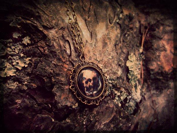 black-insignia-16-memento-mori-howling-death-black-insignia-necklace