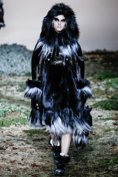 Alexander-McQueen-Fall-2014-Ready-to-Wear-5