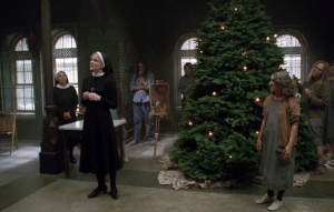 American-horror-story-asylum-208-unholy-night-christmas-tree