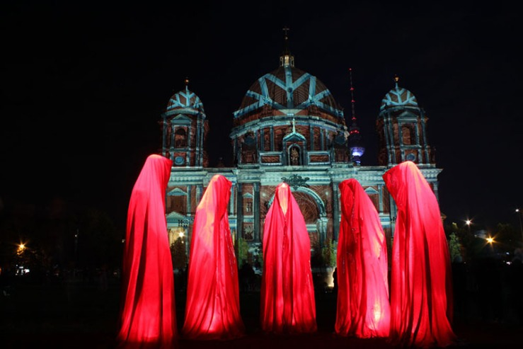 festival-of-lights-berlin-public-light-art-show-projects-contemporary-arts-time-guardians-timekeepers-waechter-manfred-kielnhofer-0130