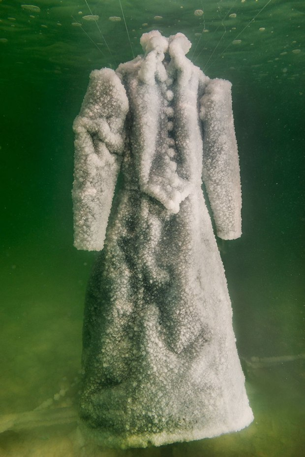 salt-dress-dead-sea-salt-bride-sigalit-landau-5.jpg